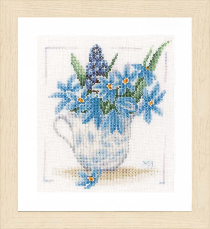 Lanarte Blue Flowers (Evenweave)