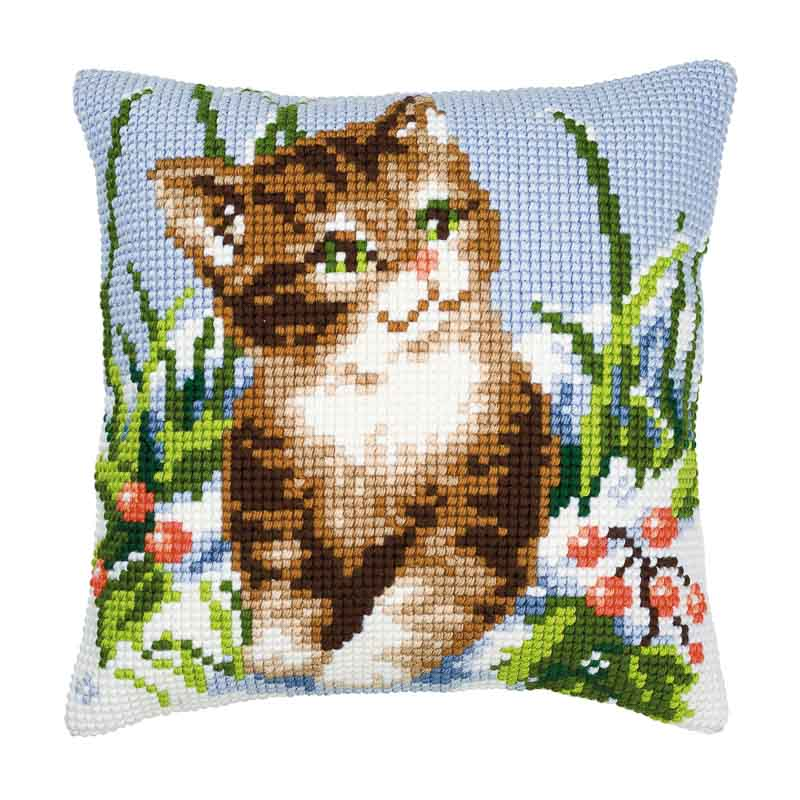 Vervaco Cross Stitch Cushion Kit: Winter Scene Kitten
