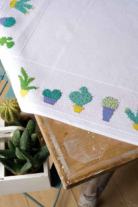 Vervaco Cross Stitch: Tablecloth: Cactuses