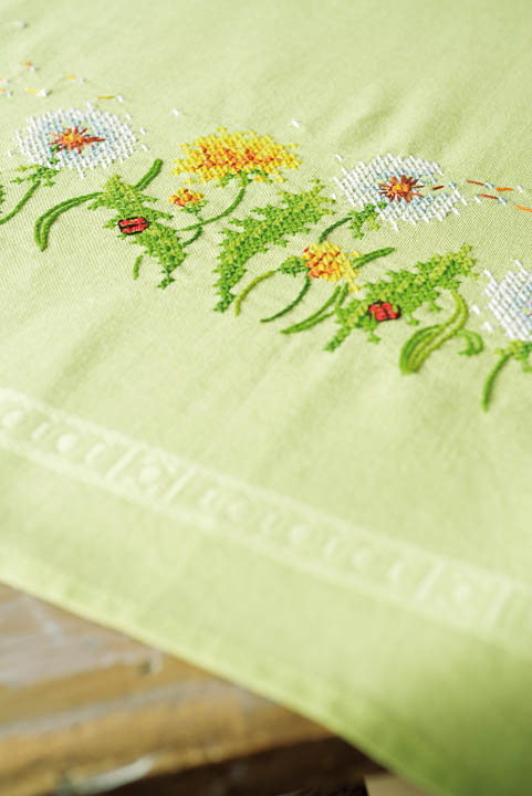Vervaco Embroidery Kit: Tablecloth: Dandelions Runners and Tablecloth