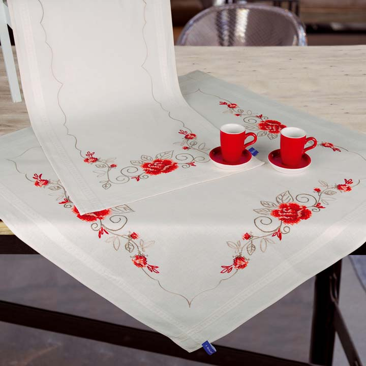 Vervaco Embroidery Kit: Tablecloth: Elegant Roses Runners and Tablecloth