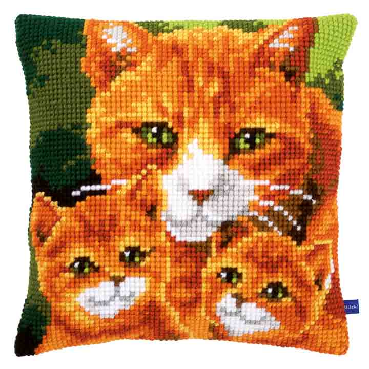 Vervaco Cross Stitch Cushion: Cats Family