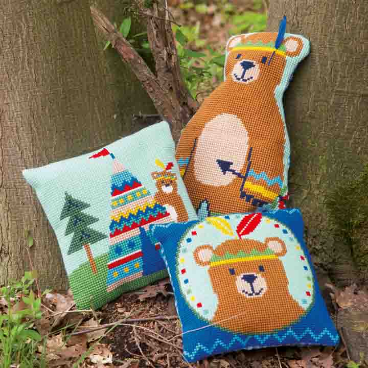 Vervaco Cross Stitch Cushion: Lief! Bear with Feather Animals & Birds CSCK