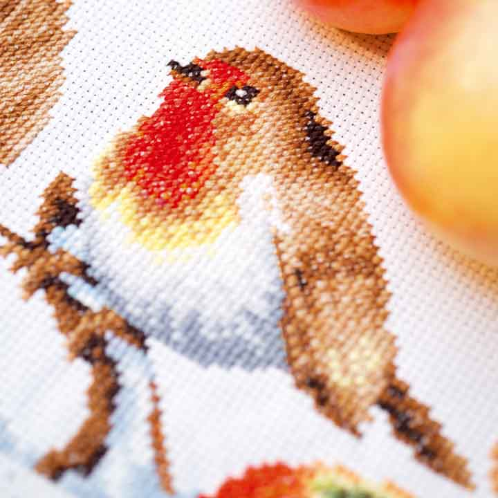 Vervaco Counted Cross Stitch Kit: Runner: Robin Runners and Tablecloths CSK