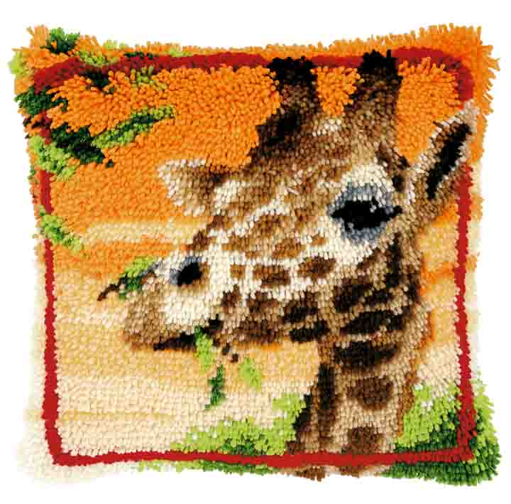 Vervaco Latch Hook: Cushion: Giraffe Eating Leaves Latch Hook Cushion Kit