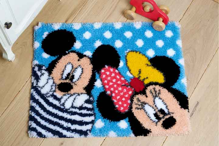 Vervaco Latch Hook: Rug: Mickey & Minnie - Peek-a-boo Latch Hook Rug & Wall Hanging Kit
